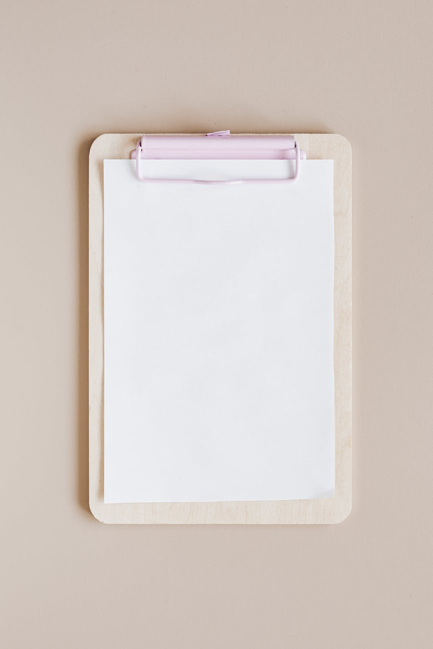mockup of white clipboard with blank paper